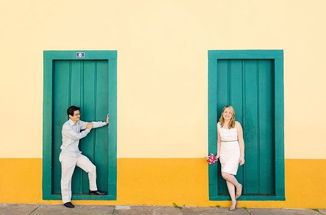 Da sessão de fotos com o casal logo após o casamento civil no cartório ✨💍 📷 Veja mais em: http://bit.ly/ahcasamentocivil