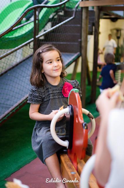 festa-infantil-estela-5-anos-buffet-la-no-quintal-21.jpg