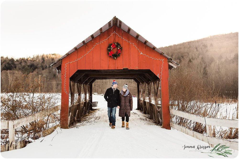 Romantic Vermont weekend getaway - Vermont couple's photography session