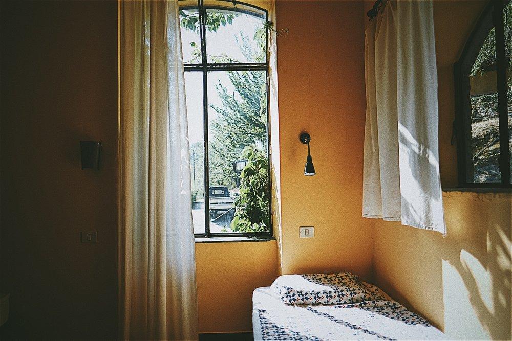Doppelzimmer   Ausstattung: Doppelzimmer in einem großzügigen Apartment, geräumiges Wohnzimmer und Terrasse,geteiltes Badezimmer, voll ausgestattete Küche