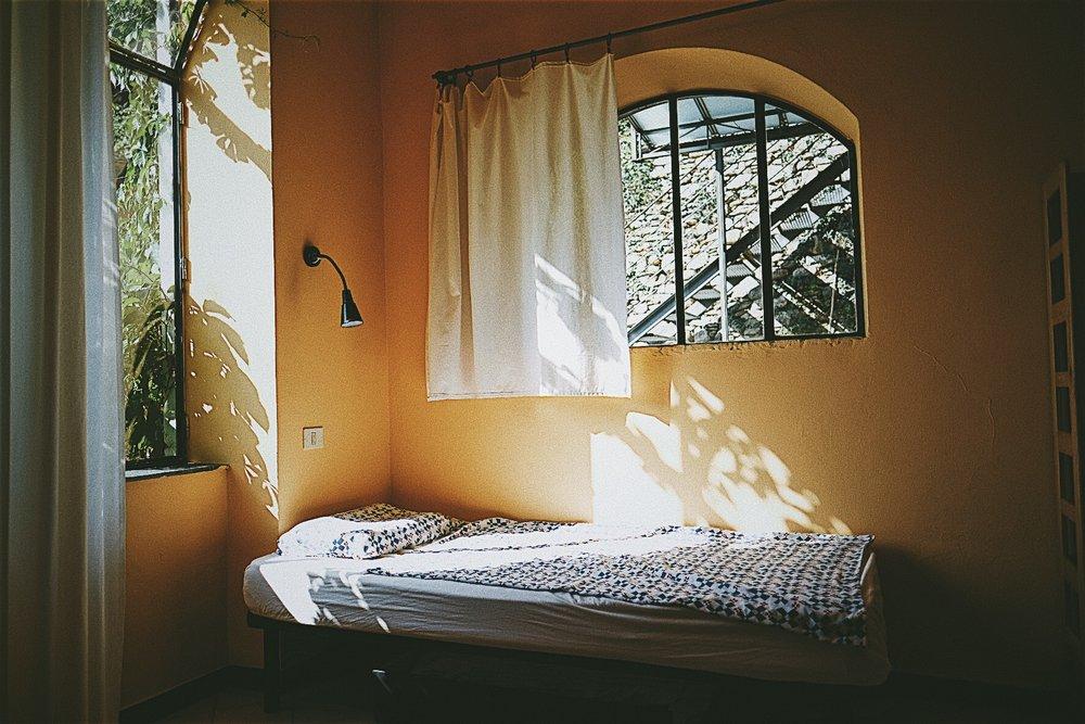 Einzelzimmer  Ausstattung: Einzelzimmer in einem großzügigen Apartment, geräumiges Wohnzimmer und Terrasse,geteiltes Badezimmer, voll ausgestattete Küche