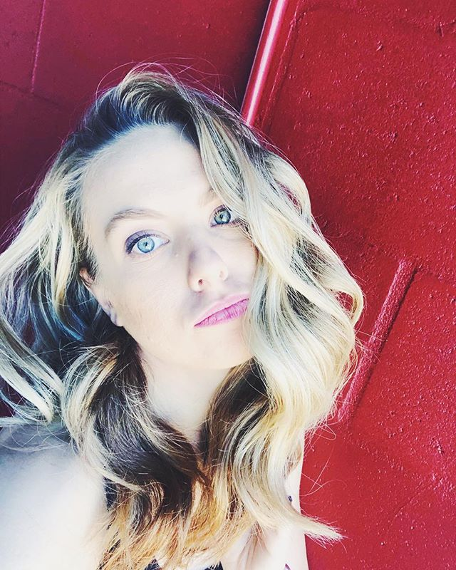 TGIF... am I right?! . . #friday #fridayvibes #workflow #weekend #weekendvibes #selfie #longday #phototime #tgif #sarasotaflorida #lovewhatyoudo #dowhatyoulove #colorful #bighair #bighairdontcare #blogger #fitness #travel #yoga #dancer #manager #doallthethings #workinonthatwanderlust #answeringadventure