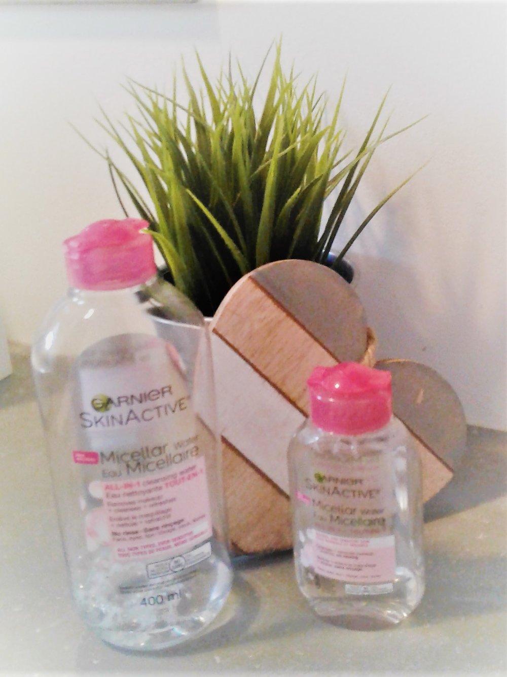 Eau micellaire de Garnier : eau nettoyante TOUT-EN-1- Enlève le maquillage, nettoie et rafraîchit- Sans rinçage- sans huile, sans alcool et sans parfum  Prix; environ 10.49$ pour 400 ml