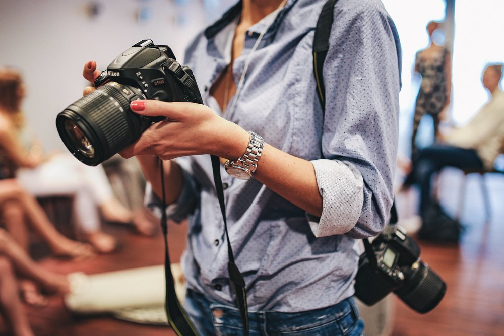 kaboompics_Woman holding a black camera (1).jpg