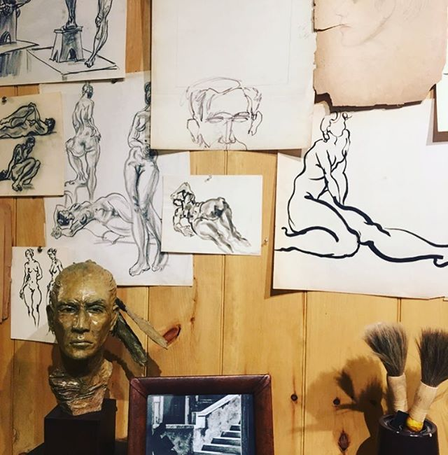 Artist studio I could inhabit gladly. #warmth#goodnight#goodvibes#freestyle #happiness#interiors#interiordesign#interiordetails#teleport#inspiration#cabellcooperdesign