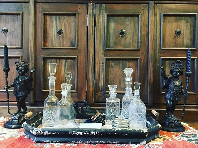Decorative elements always liven up a space. It's all in the details. Petite bar for entertaining. #interiordetails#interiordesign#styling#southlouisiana#batonrouge#batonrougedesign#cabellcooperdesign#interiordesignideas#interiors#barinterior#antiqueglassdecanters#design