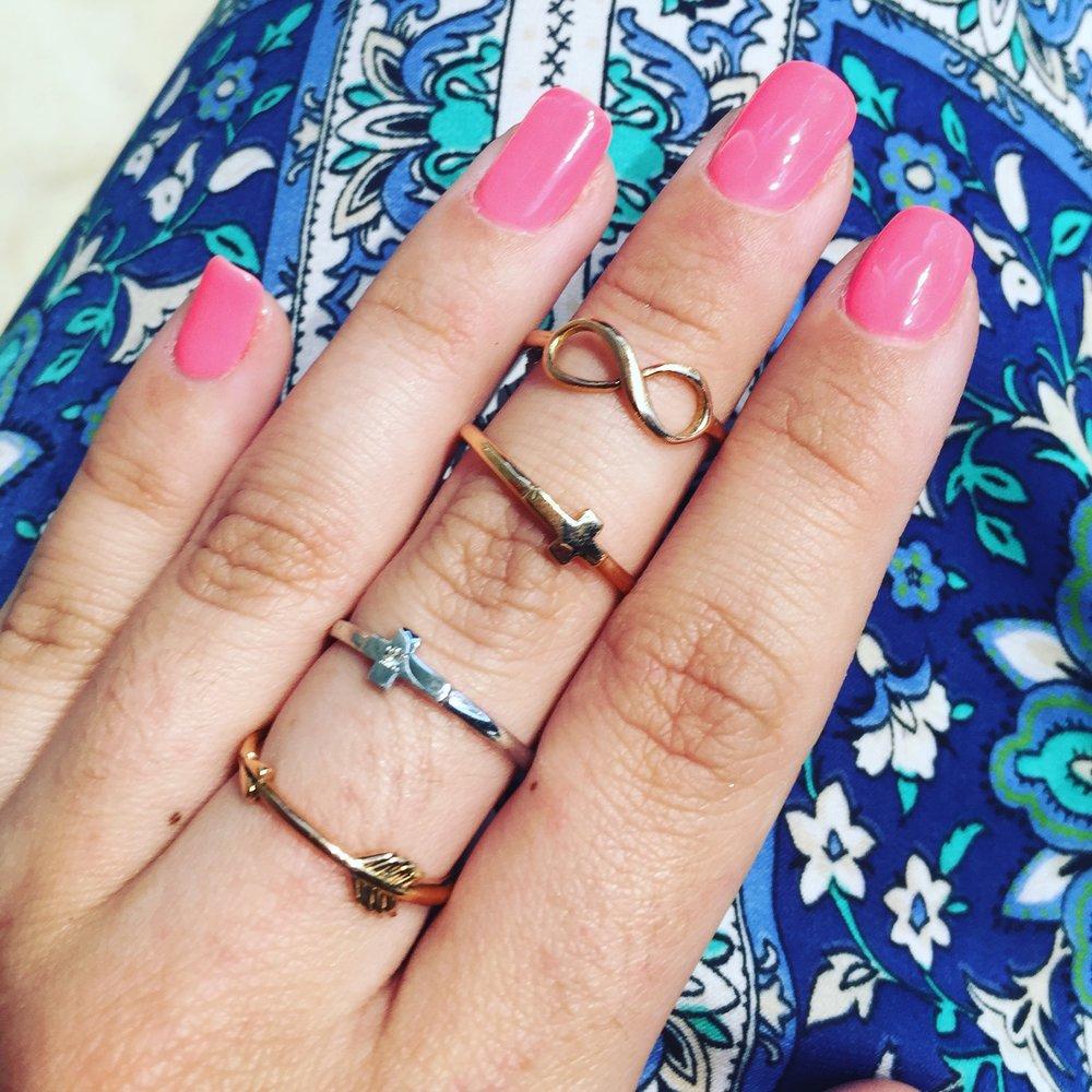 Sortijas de oro blanco, oro rosa y oro con diamante.
