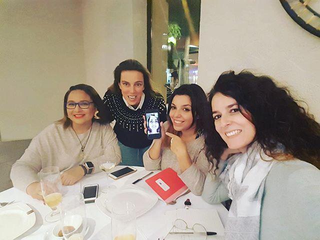 Ultima reunión de la junta directiva de @mujeres.brillantes españa.  Un equipazo: @monicacorvera @elsyaragonorfebre @evelyncolladoboga  #joyeras #mujeres #mujeresbrillantes #mujeresmoda #mujeresemponderadas #mujeresjoyeras #diseñadorasdejoyas #tallerdejoyeria #diseñadora #joyería #joyasartesanales #influencer #wedding #joyas #boda