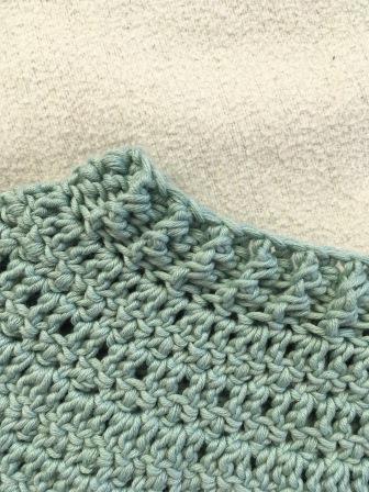 Häkelpullover aus Baumwolle Halsausschnitt