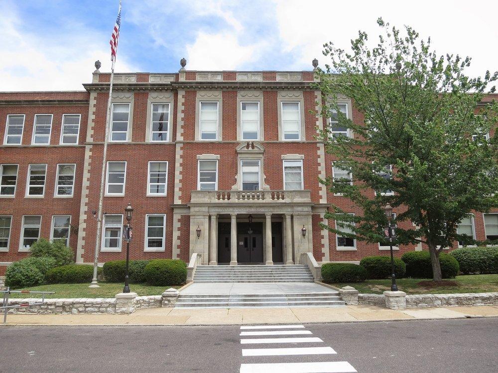 Webster_Groves_High_School_senior_entrance.JPG