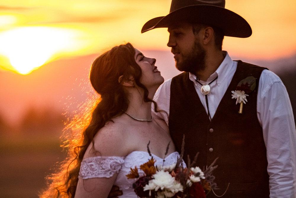 corvallis-oregon-wedding-photographer_Smith-Farms-Prechel-sunset.jpg