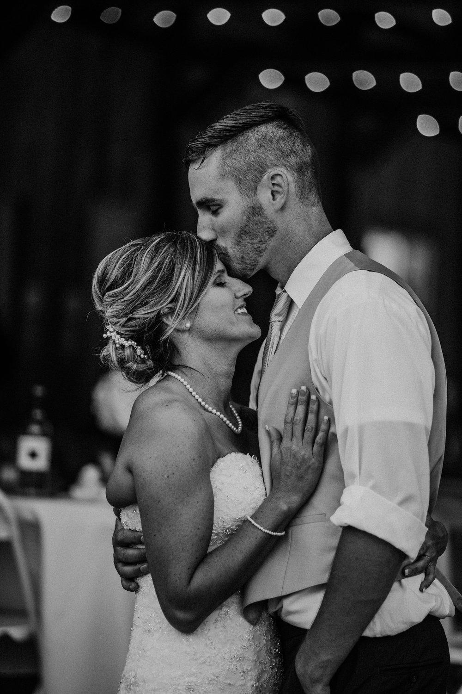 corvallis-oregon-wedding-photographer_Star-Attractions-Hummer4.jpg