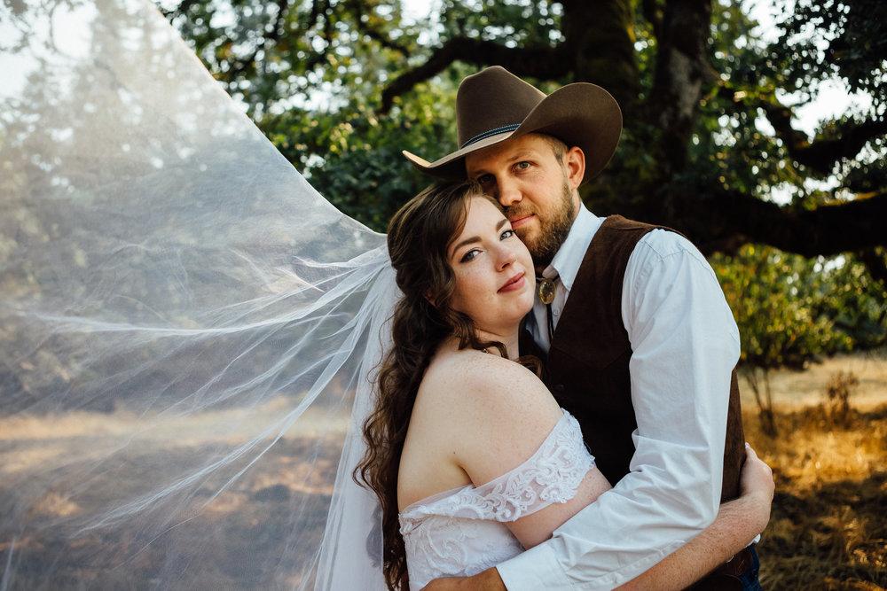 corvallis-oregon-wedding-photographer_Smith-Farms-Prechel-couple.jpg