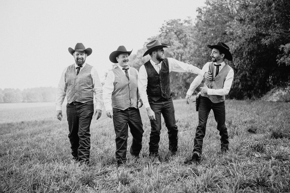 corvallis-oregon-wedding-photographer_Smith-Farms-Prechel-groomsmen.jpg