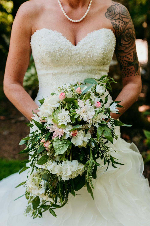 corvallis-oregon-wedding-photographer_Star-Attractions-Hummer.jpg