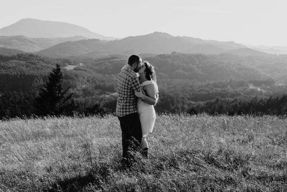 corvallis-oregon-photographer-fitton-green-engagement-photos18.jpg