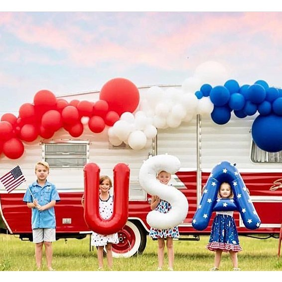 Happy 4th of July! As always, we hope your day is full of red, white, and booze. woops- we mean blue! 😜 . . In all seriousness though, we hope you surround yourself with loved ones today- friends & family- as we celebrate our freedom and independence together! ✨ . . How will you be celebrating today?! (Photo: @northstarballoons )