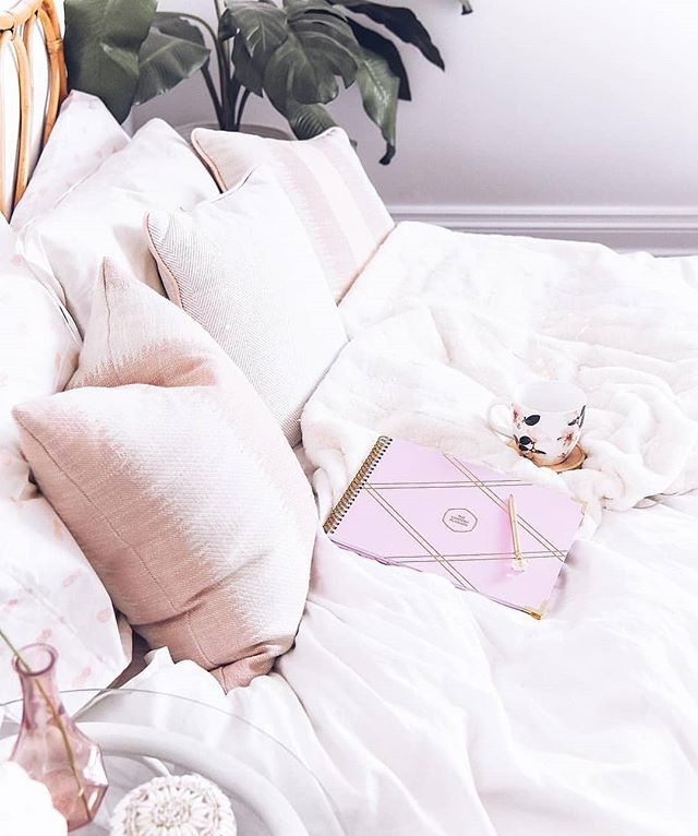 Anyone else working from home? What are you creating? Share your business with us below & let's connect!👇🏼👇🏽👇🏿 _ 📸@thecontentplanner