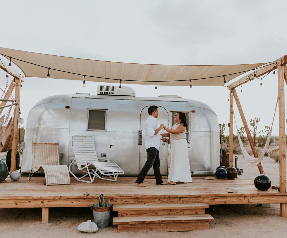 joshuatreeairstreamcouplessessioncarrierogersphotography-3.jpg