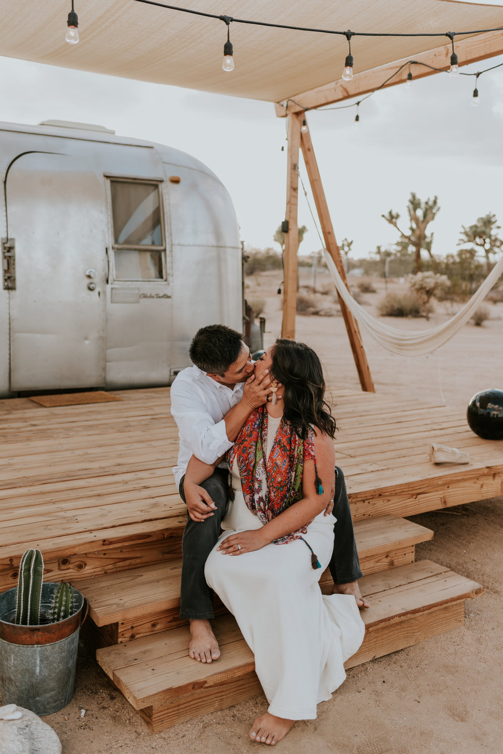 joshuatreeairstreamcouplessessioncarrierogersphotography-11.jpg