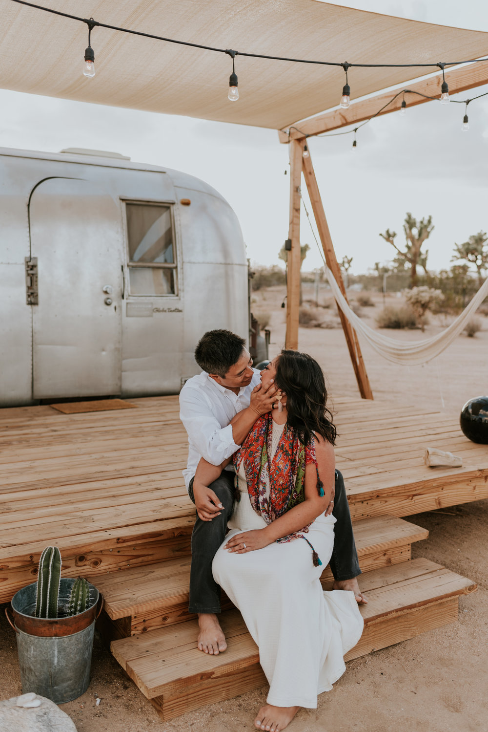 joshuatreeairstreamcouplessessioncarrierogersphotography-10.jpg