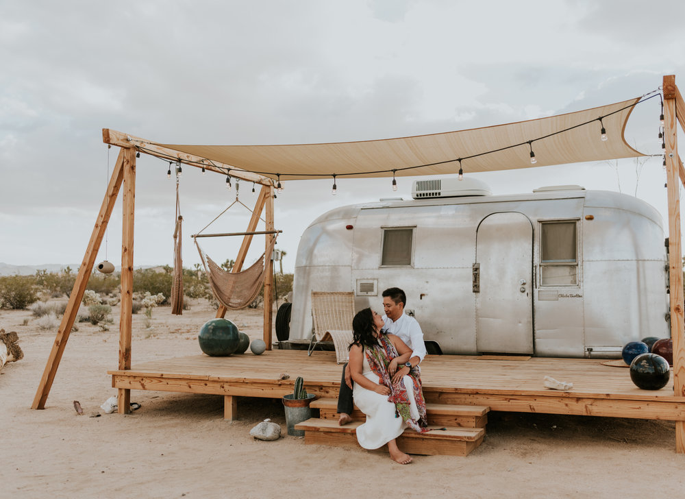 joshuatreeairstreamcouplessessioncarrierogersphotography-22.jpg