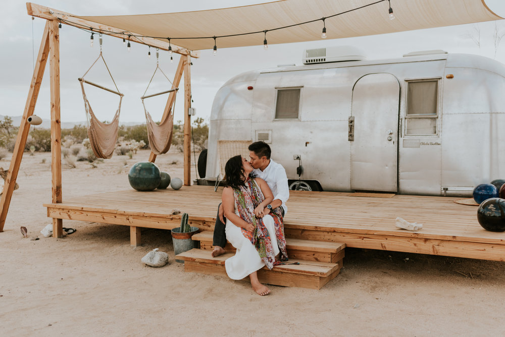 joshuatreeairstreamcouplessessioncarrierogersphotography-25.jpg