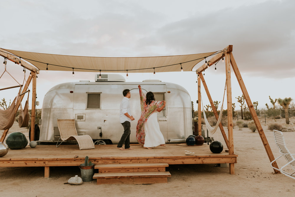 joshuatreeairstreamcouplessessioncarrierogersphotography-157.jpg