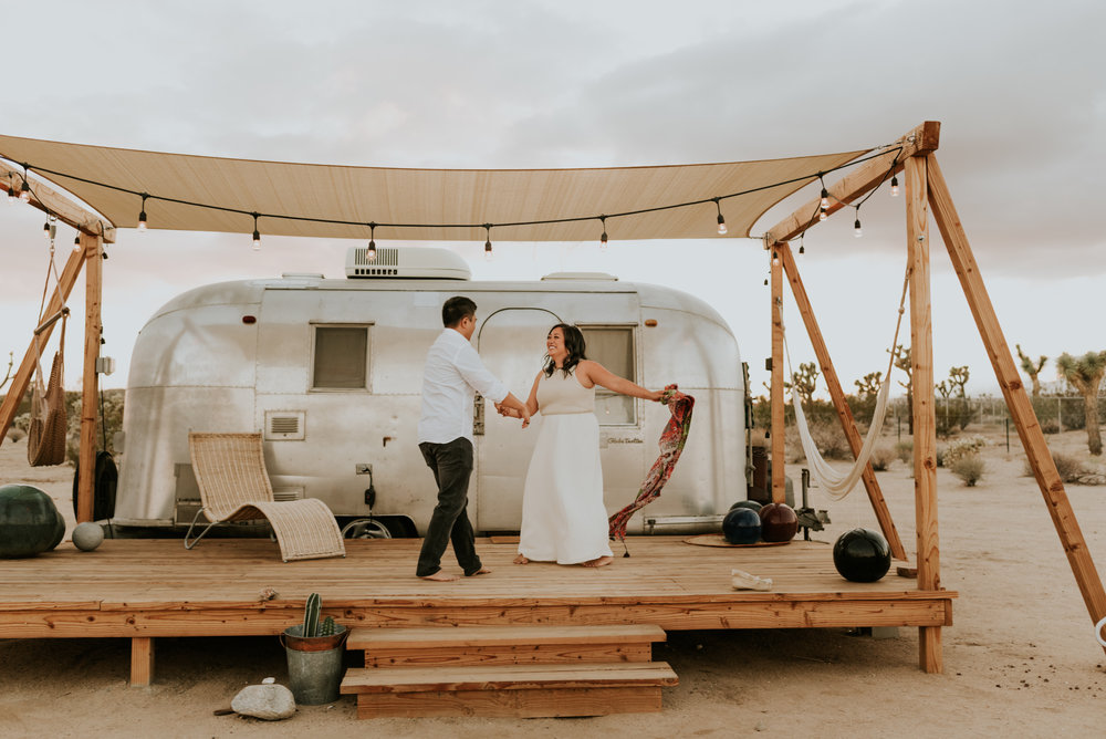 joshuatreeairstreamcouplessessioncarrierogersphotography-160.jpg