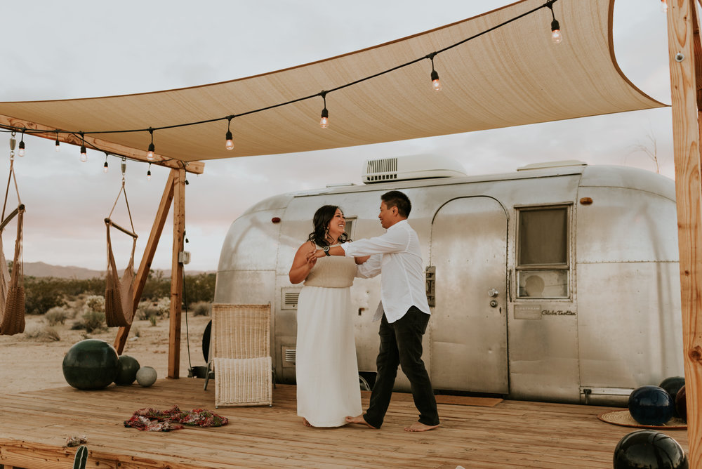 joshuatreeairstreamcouplessessioncarrierogersphotography-164.jpg