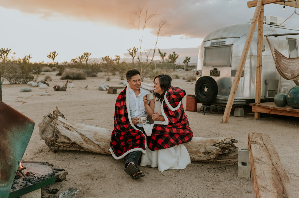 joshuatreeairstreamcouplessessioncarrierogersphotography-144.jpg