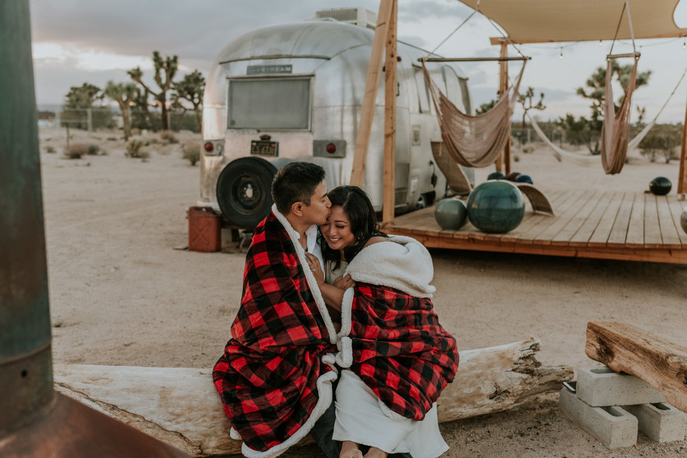 joshuatreeairstreamcouplessessioncarrierogersphotography-147.jpg