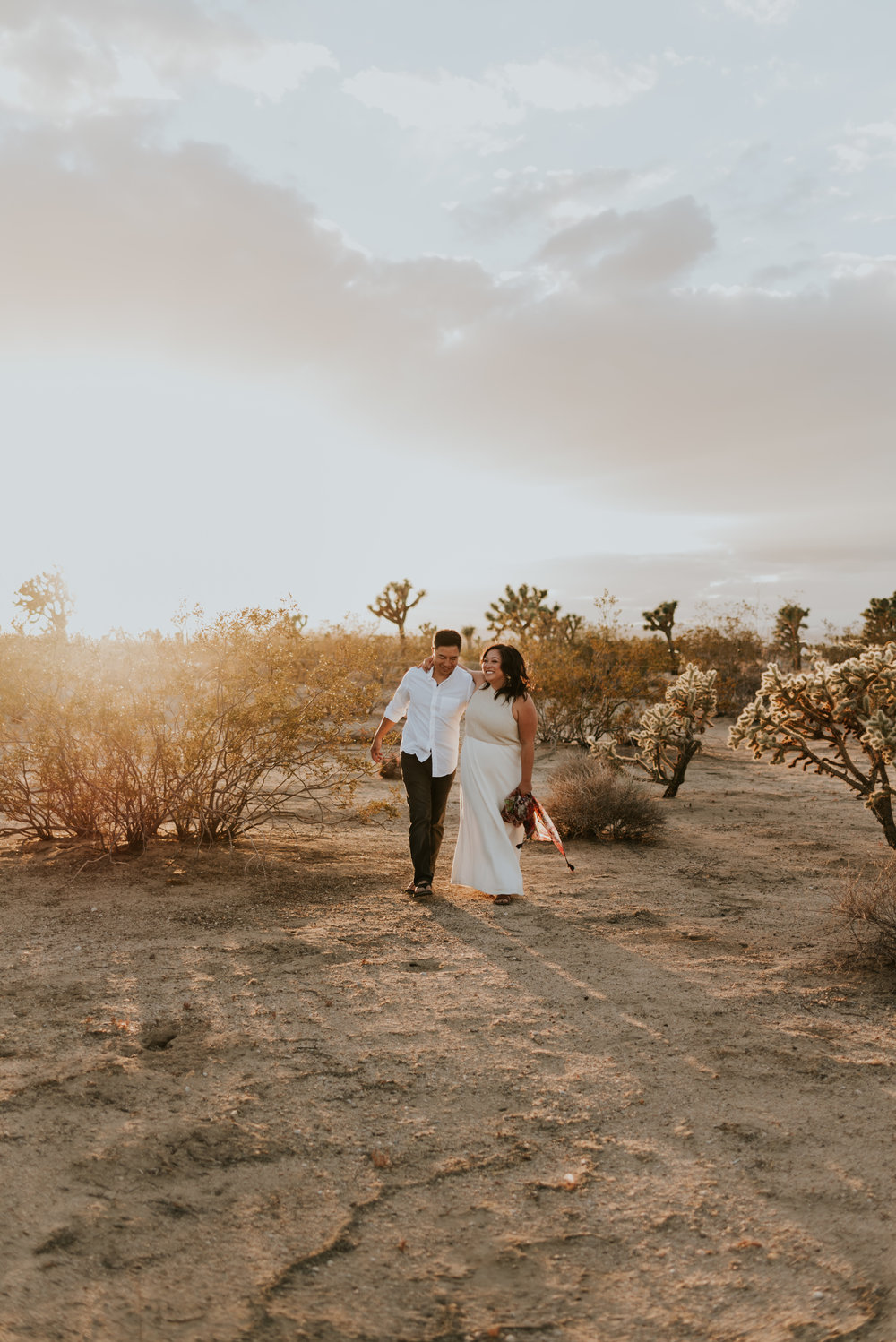 joshuatreeairstreamcouplessessioncarrierogersphotography-126.jpg