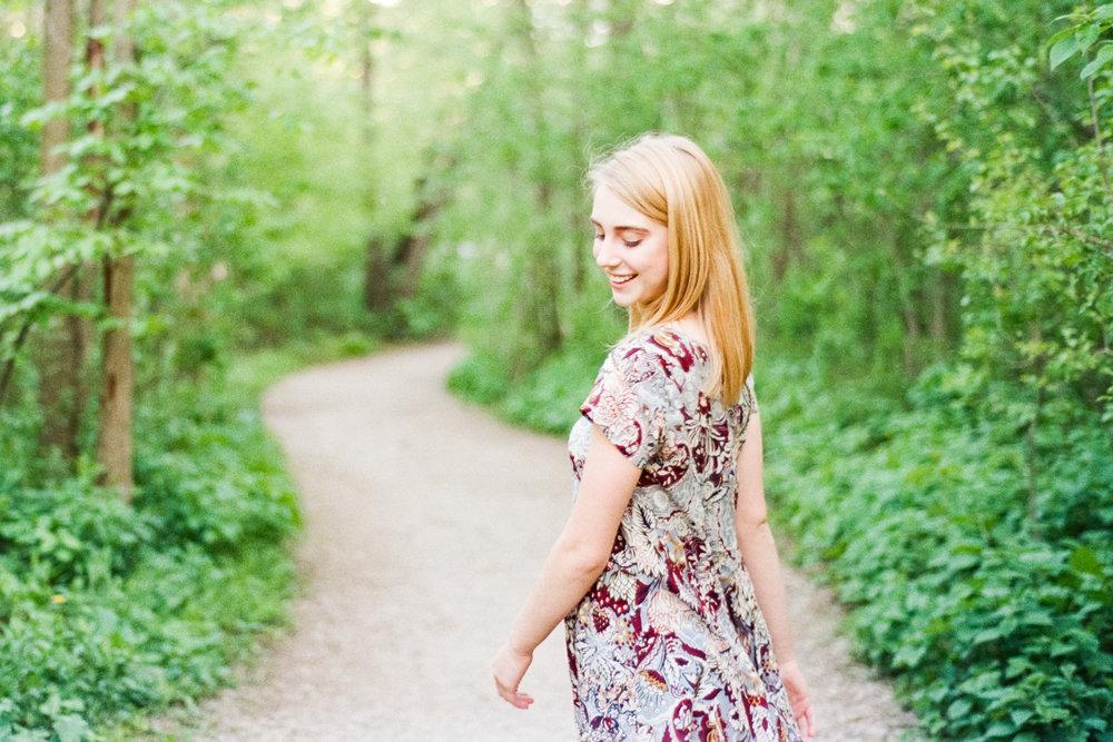 Edina-Senior-Photographer-Nature-Fun-Amy-Berge.jpg
