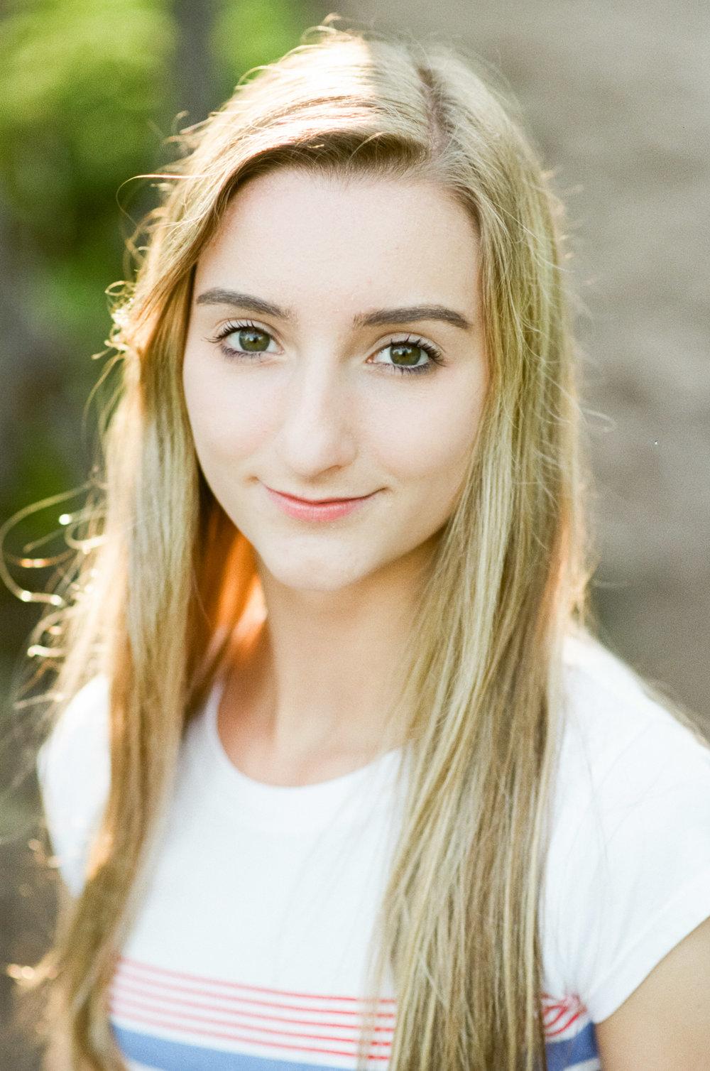 Shoreview-Senior-Photographer-Film-Artsy-Amy-Berge.jog