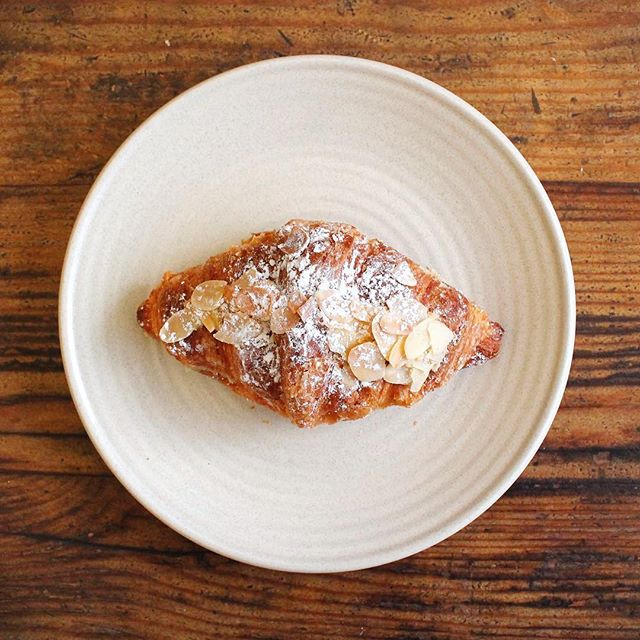 Croissant + Almond + icing sugar = joy at the Penny 🥐  #pennyfarthingespresso #coffee #melbournefoodie #dessert