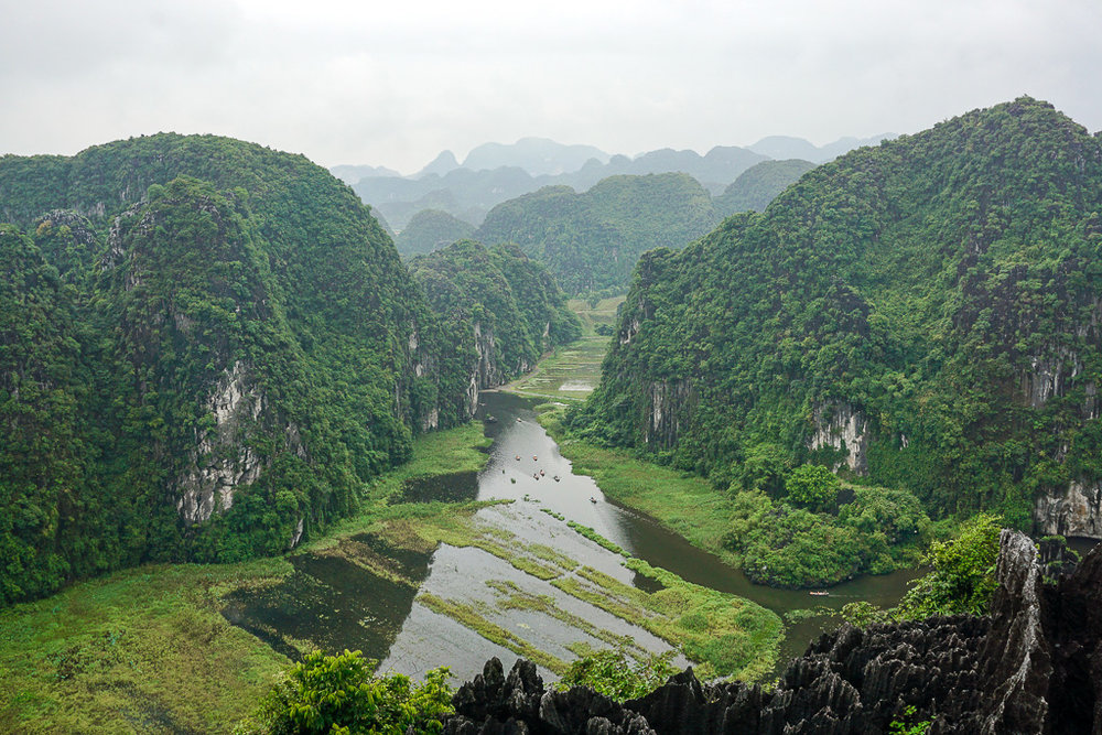 A view of the Tam Coc landscape from the lookout at Hang Múa