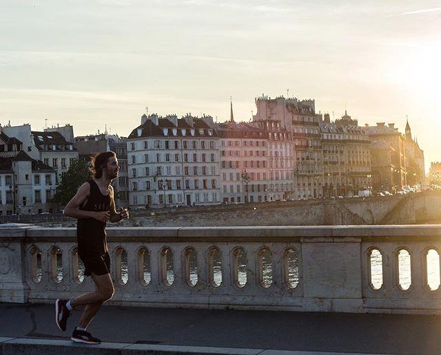 Sous les pavés la Seine #homerunco #runyourway 📸@melvinisrael