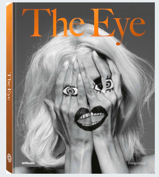 A battle of images, visual statements and twisted viewpoints. This is The Eye. 253 images from 83 of the best photographers in the world collide in one volume. Eyes of war meet fashion phantoms. Artsy glances confront gigants of nature. A provocative, absurd, beautiful and revolutionary book celebrating the spirit of Fotografiska.