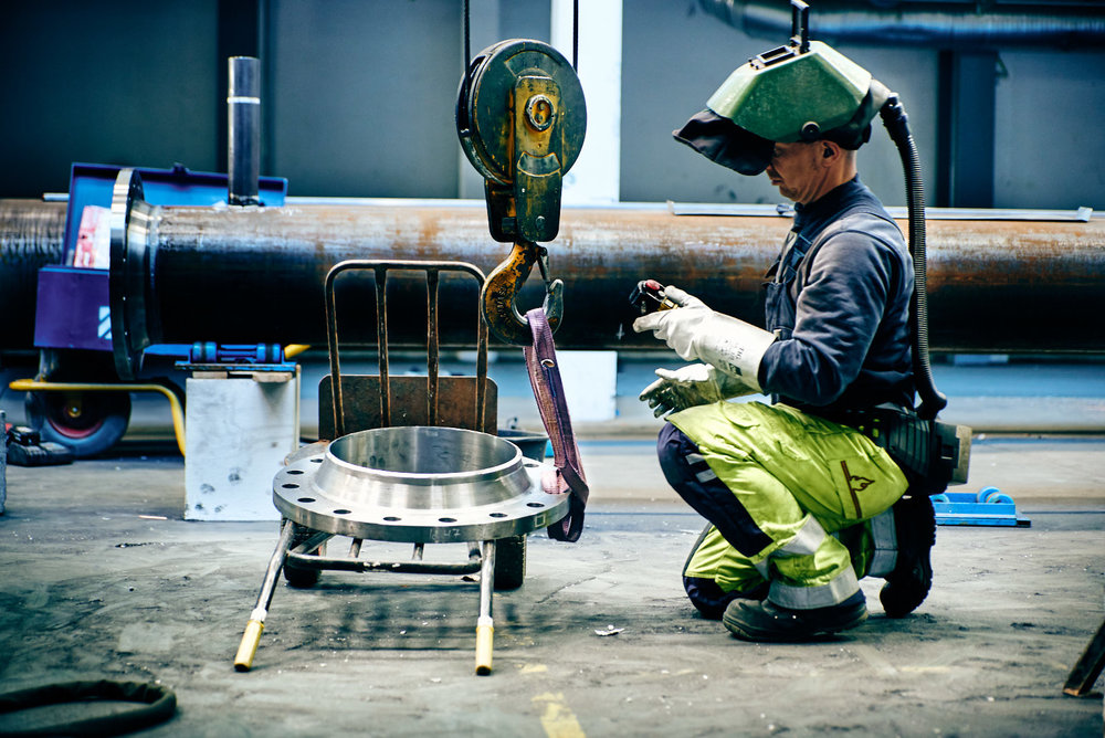 Welder preparing a lift