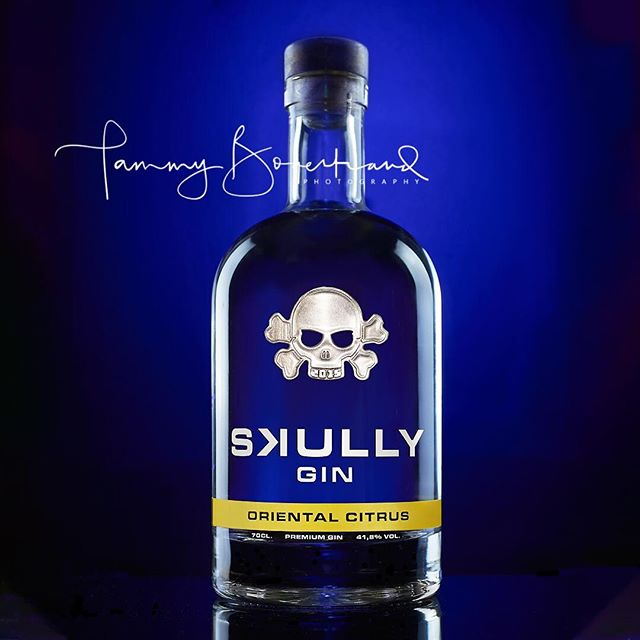And now to something completely different!! I saw this cool bottle of @skullygin the other day. 🍸 Crystal clear bottle of gin with a cool skull on it. 💀 I haven't tasted it yet...I just wanted to shoot it!! I'll let you know how it tastes after I've finished playing with it! 😁 . . #tabletopphotography #commercialphotography #skullygin #orientalcitrus #gin #skullandcrossbones #thep52collective