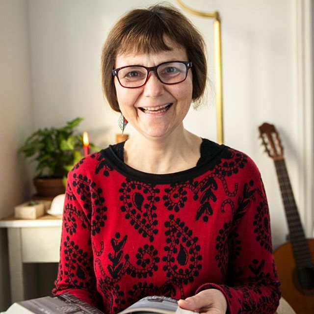 Om dagen leser Elisabeth Osland, gift med forfatteren, fra boka Him'len hit! 👏🏼 Sjekk ut Facebook sida for noen snutter! #himlenhit #kristen #stoltkristen #husmenighet