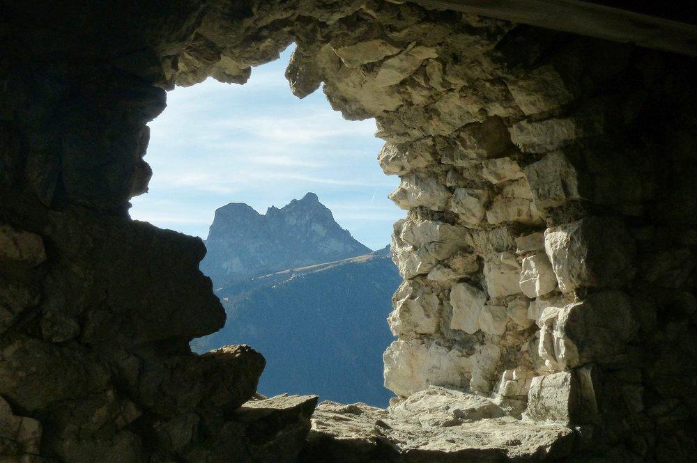 ruin-falkenstein-1794151_1920.jpg