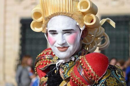 carnival-defile-valletta-malta.jpg