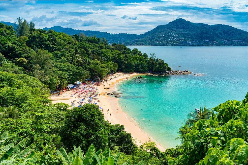 beach-2084350_1920.jpg