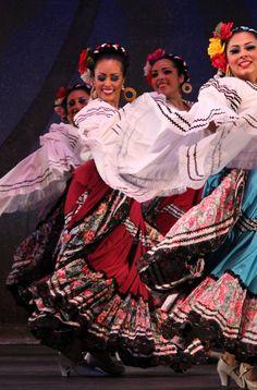 352c59641b6f914ad70a27a8f092a43f--folklore-mexicano-ballet-folklorico.jpg