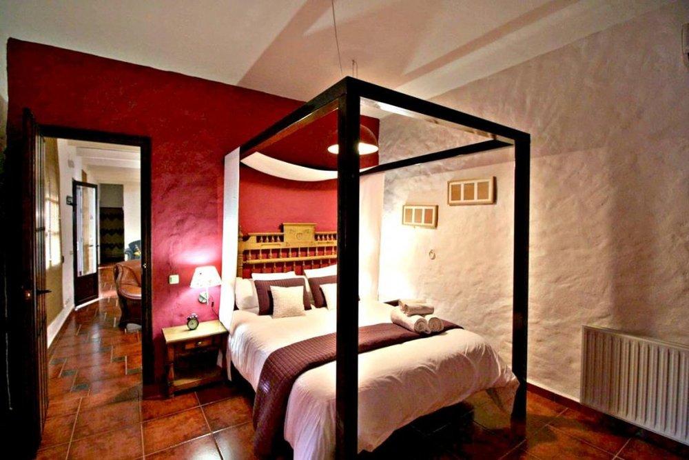 02-Bed-room-Grazalema-Retreat-Center--1030x687.jpg