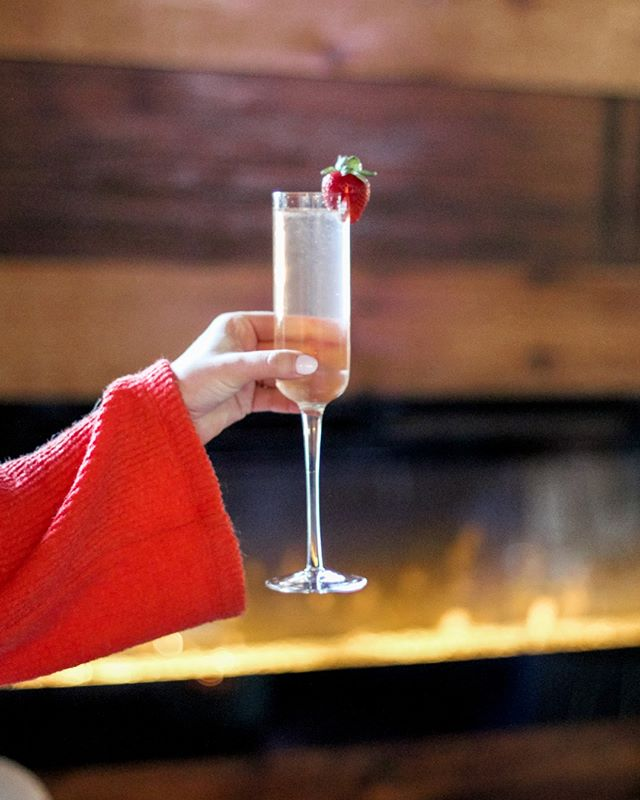 SPRING 75 🍓⠀⠀⠀⠀⠀⠀⠀⠀⠀ Prairie Wolf Gin, Strawberry Syrup, Basil, Lemon topped with Prosecco!⠀⠀⠀⠀⠀⠀⠀⠀⠀ ✦ We're OPEN today from {4PM-10PM} ✦⠀⠀⠀⠀⠀⠀⠀⠀⠀ .⠀⠀⠀⠀⠀⠀⠀⠀⠀ #anatomywine #wineclub #memberperks #wino #wineclub #anatomywineclub #oklahoma #winetasting #chexmix #cheeseplate #desserts #cookies #hummus #beer #cocktails #cider #wine #plazaokc