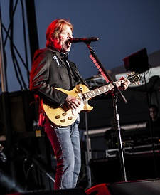John Fogerty Wows the Crowd at the 2018 Rock & Roll Sale