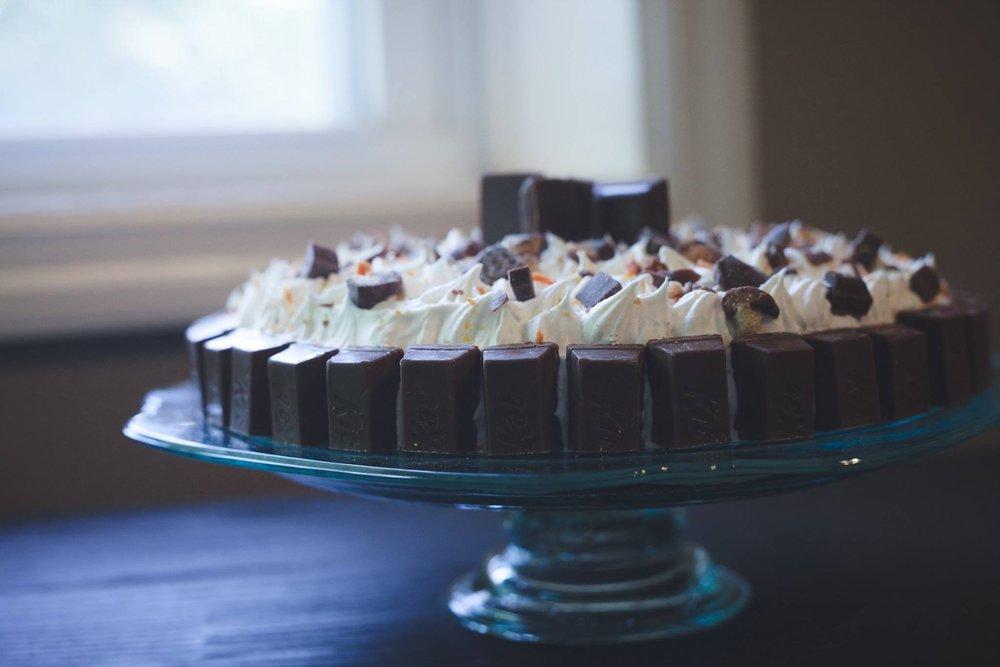 candy bar cake 03.JPG